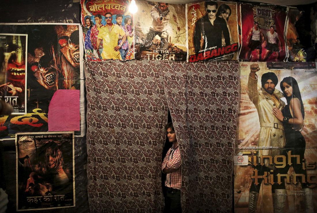 Работник местного кинотеатра, фото