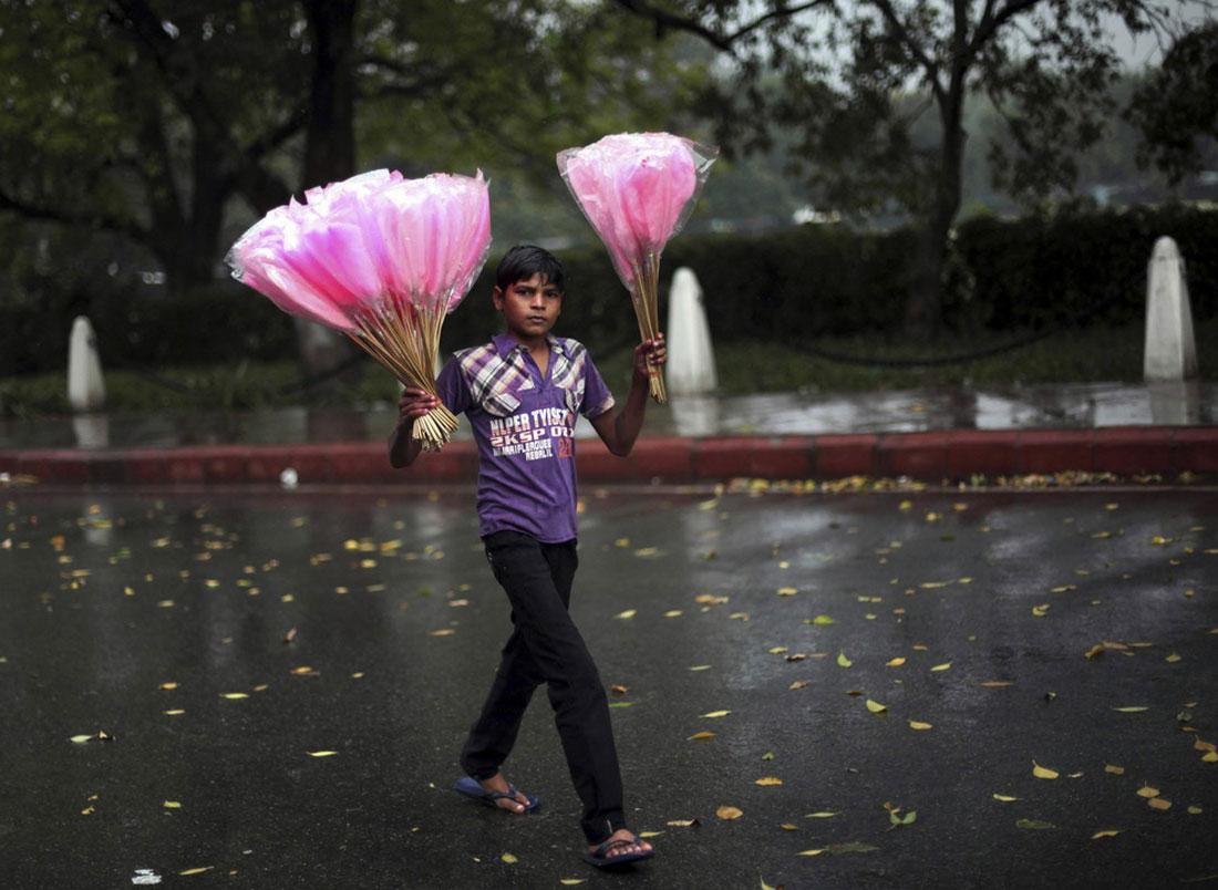 продавец сахарной ваты в Нью-Дели, фото людей