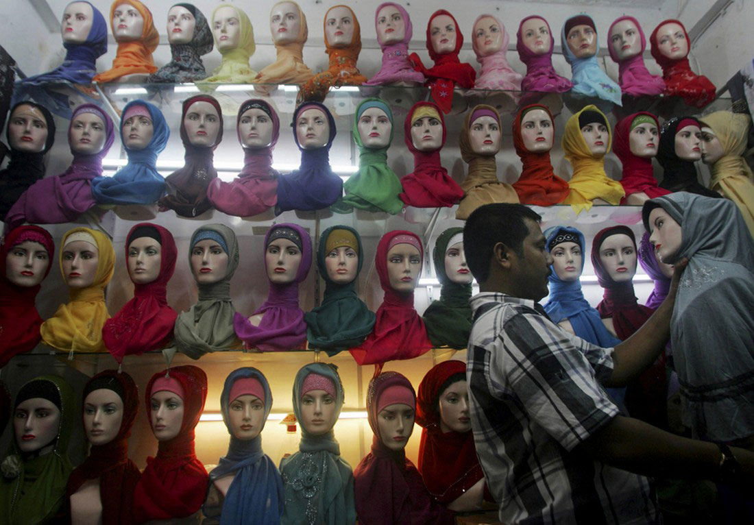 Продавец мусульманских платков, фото