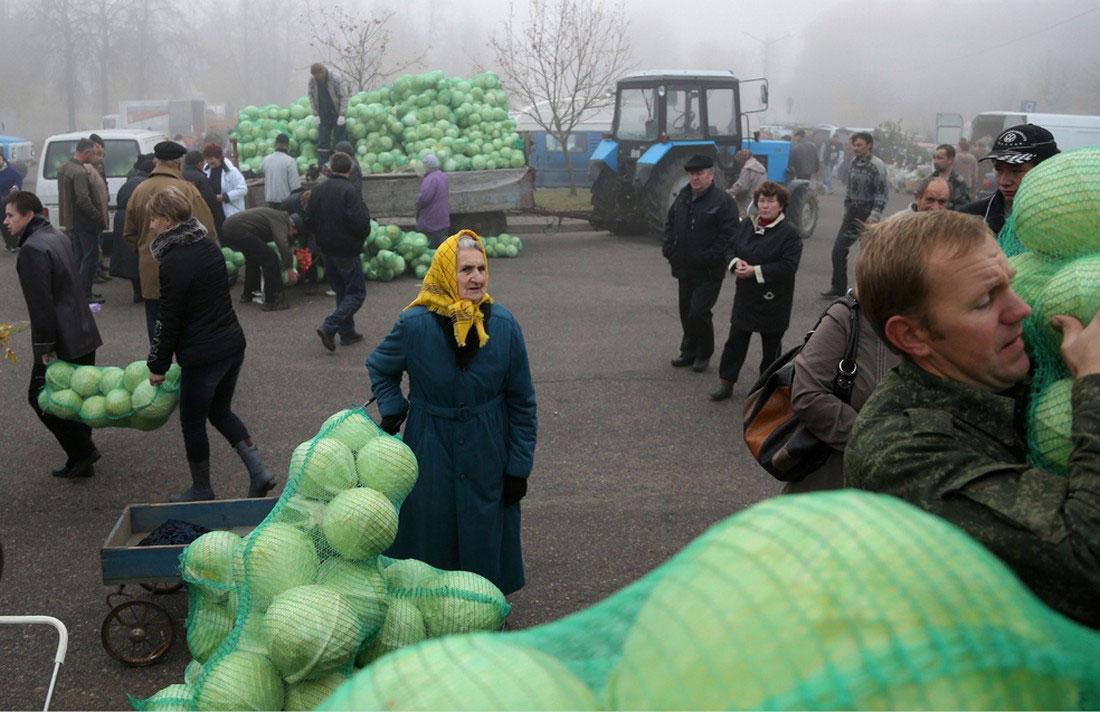 на уличном рынке, фото