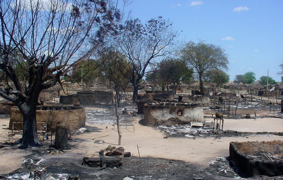 развалины сгоревшей деревни