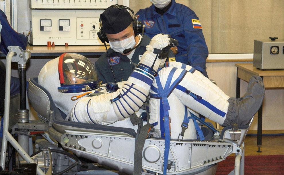 Союз ТМА-11, экипаж космического корабля