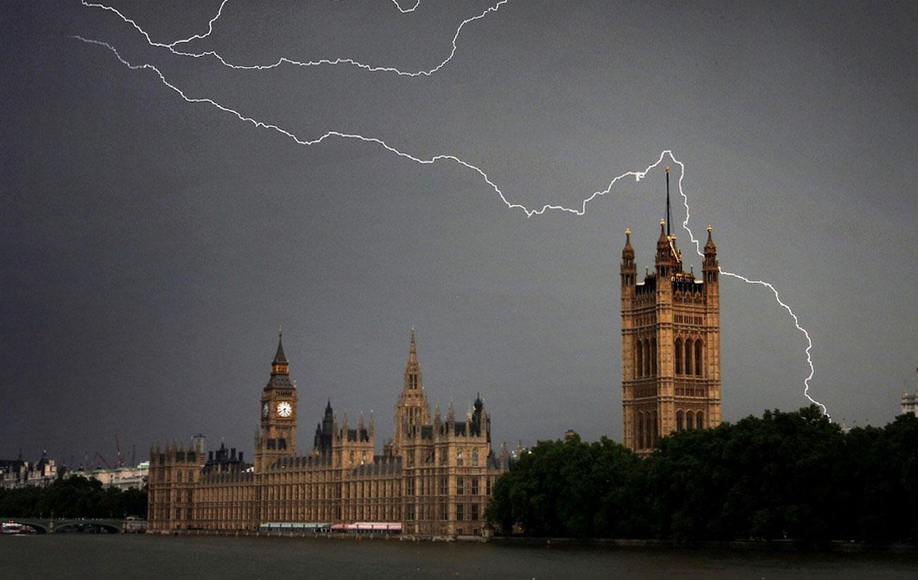 гроза над зданием парламента, фото Лондона