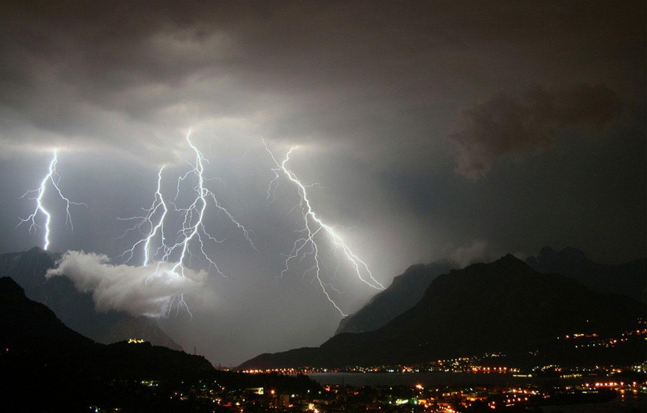 вспышки молний в Италии