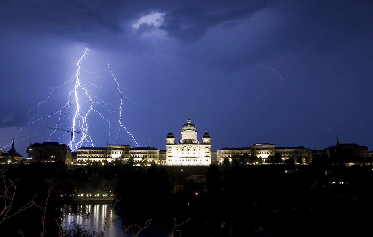 молния над Швейцарским Дворцом, фото