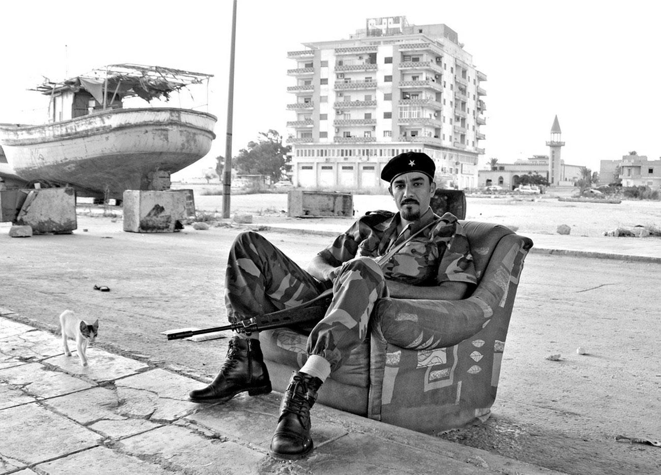 на снимке Ливийский бунтарь