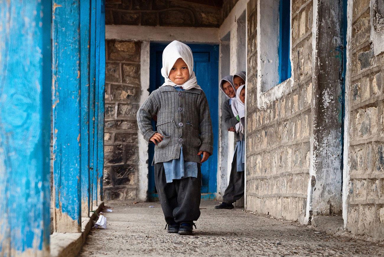 школа в маленькой деревушке, портрет ребенка