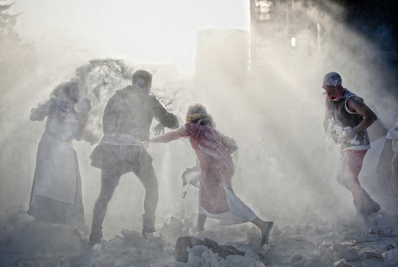 сражение мешками с мукой в Италии