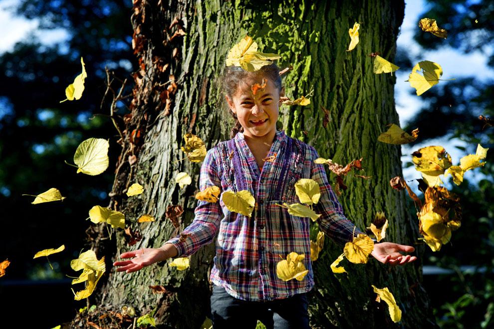 ребенок осенью, фото