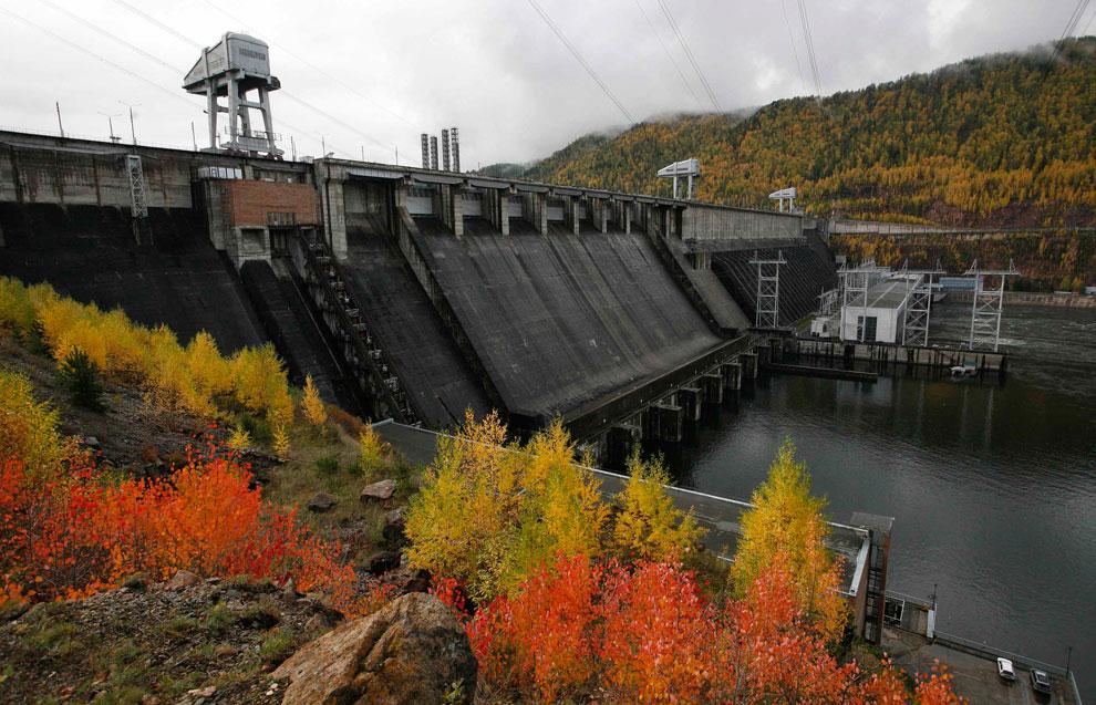 ГЭС осенью в Красноярске