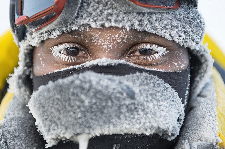 замерзший человек