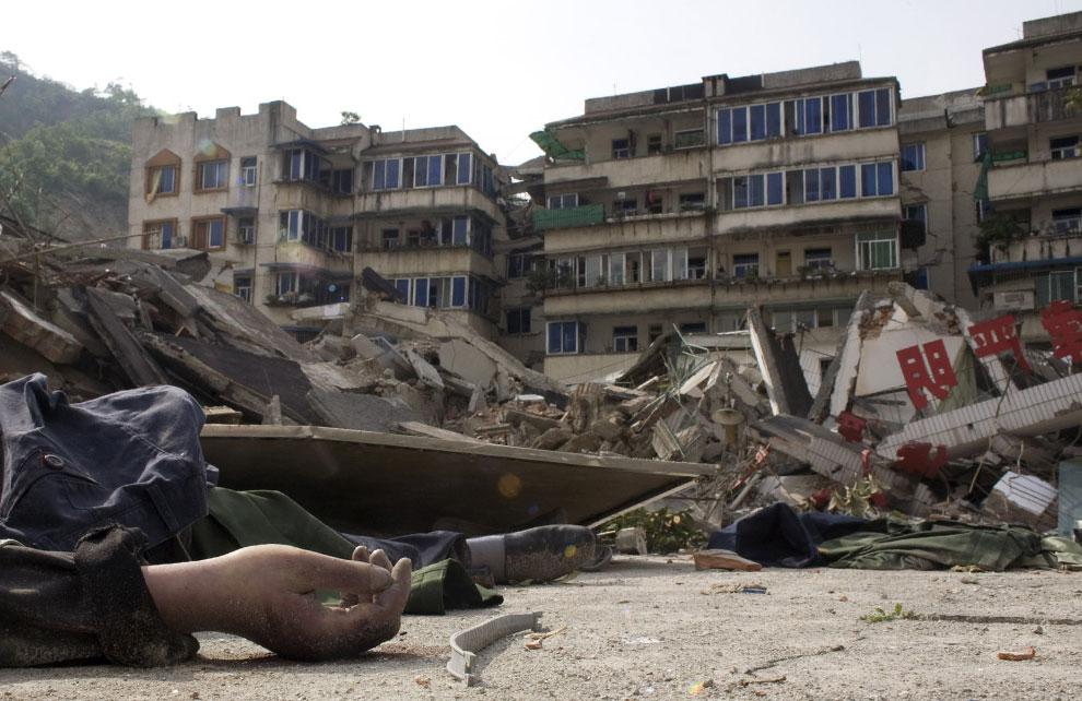 погибшие в землетрясении