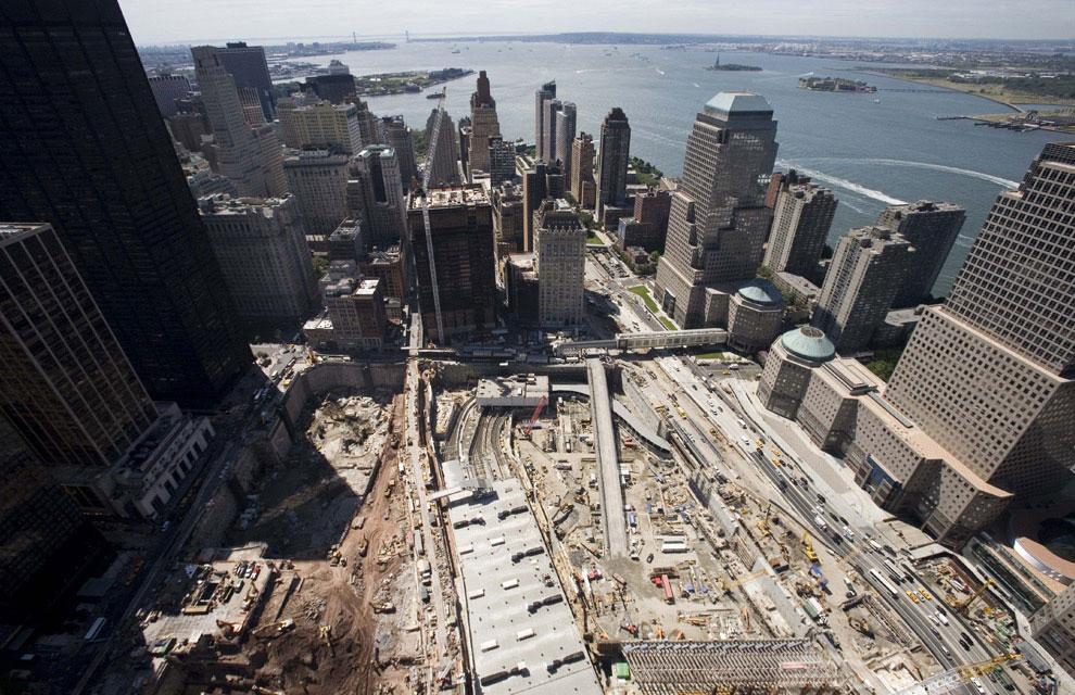 поиск пострадавших на месте крушения башен-близнецов, 11 сентября 2001 года, США, фото