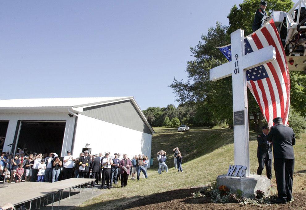 память о погибших пожарных и добровольцах, 11 сентября 2001 года, США, фото