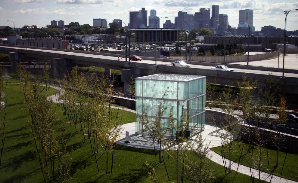мемориал в аэропорту, 11 сентября 2001 года, США, фото