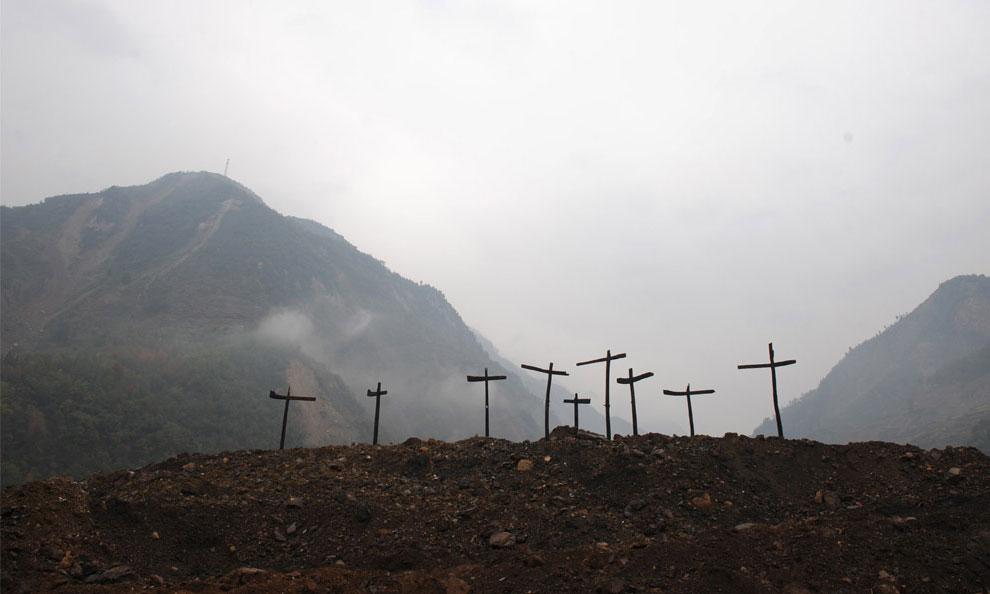 Кресты разрушенных домов, Бэйчуань, Китай фото