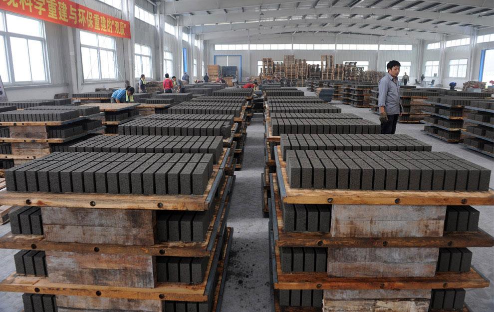 кирпич на заводе в провинции Сычуань, Бэйчуань, Китай фото
