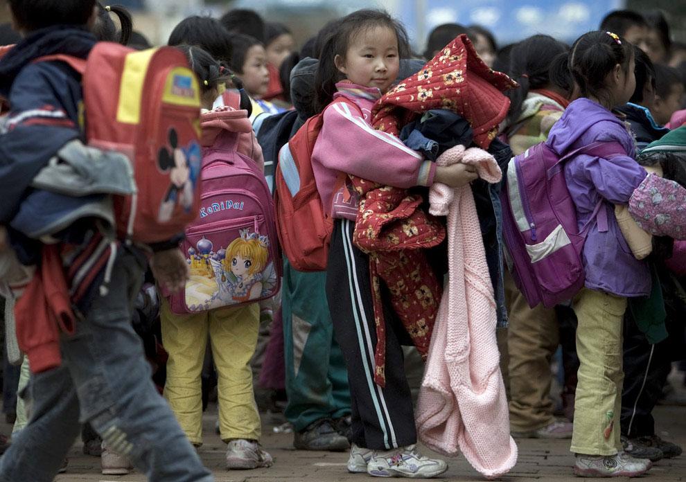 гуманитарная помощь детям, Бэйчуань, Китай фото