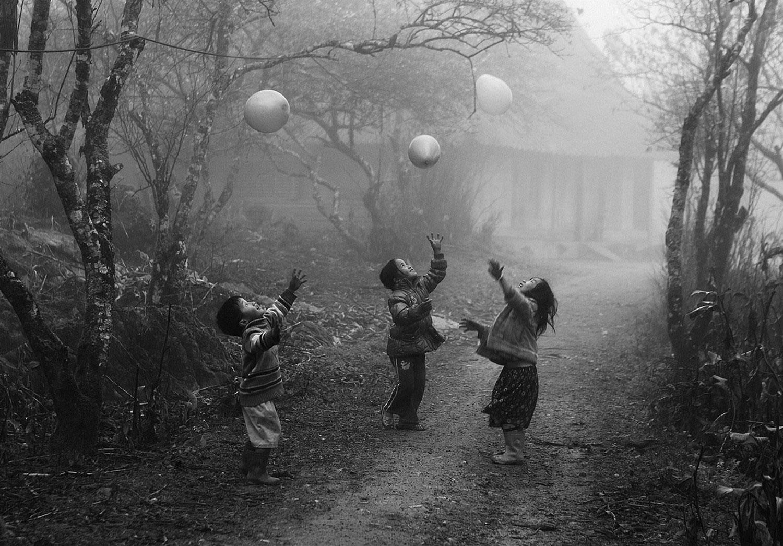 игры детей с шарами, фото