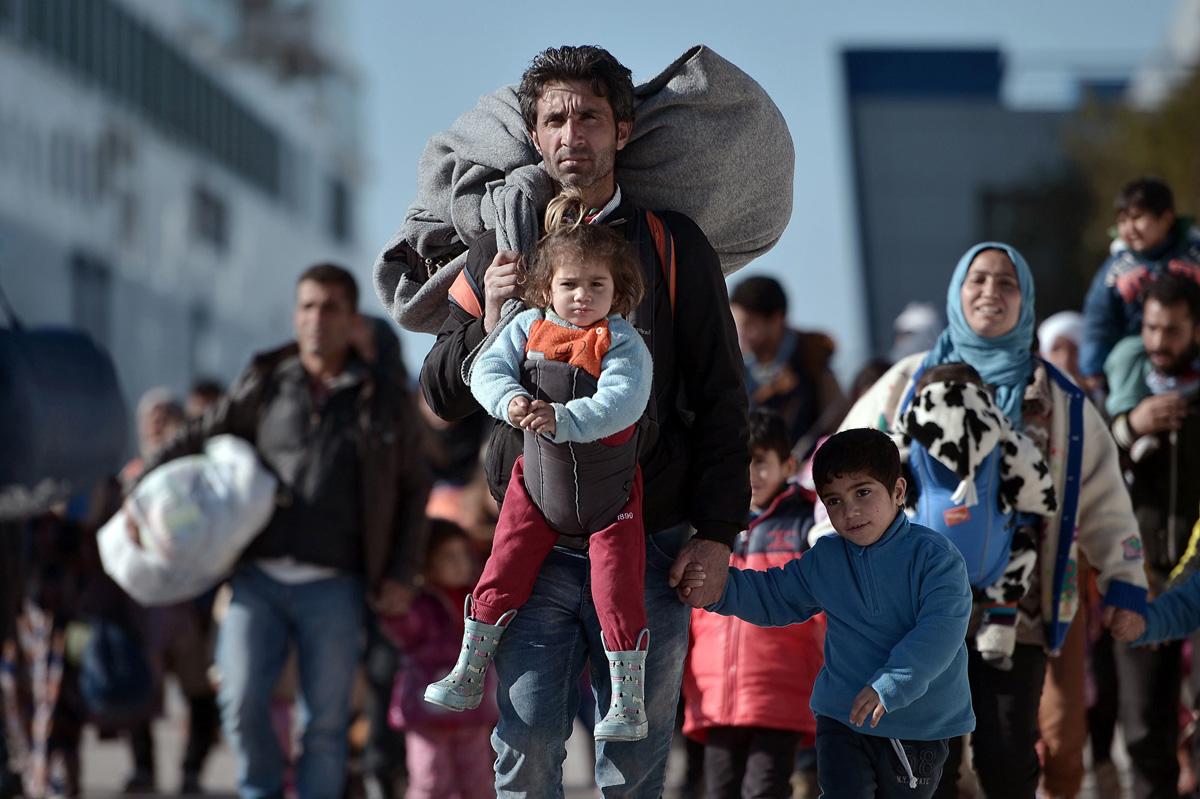 Тысячи мигрантов