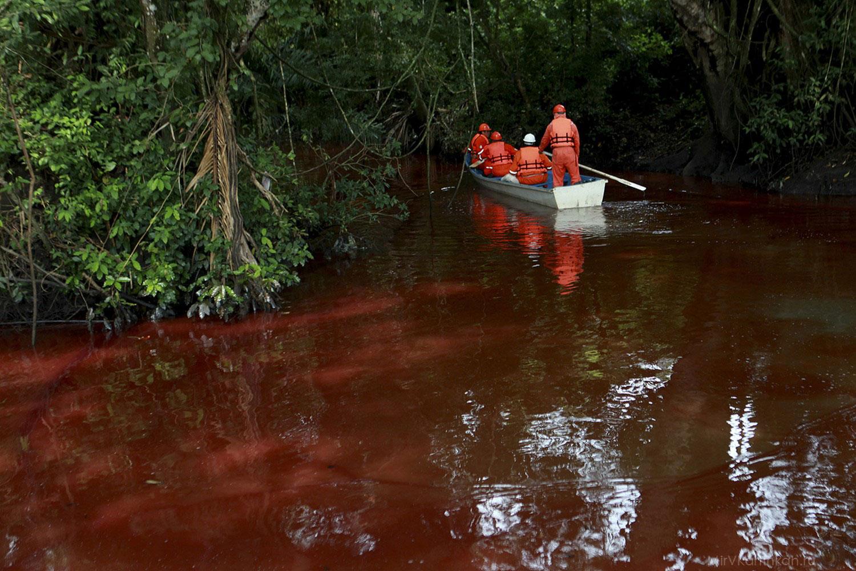 разлив нефти в реку
