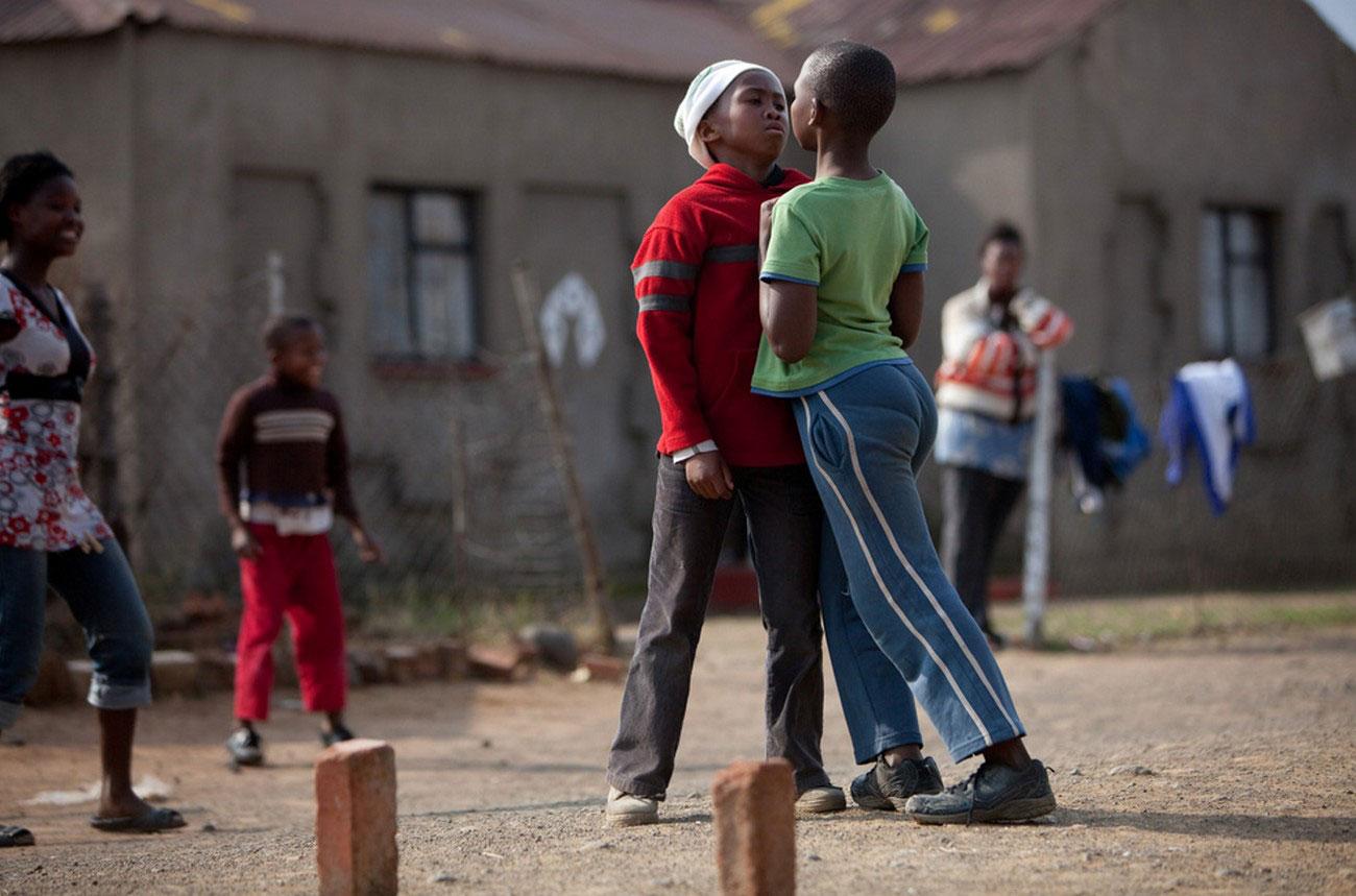 Стычка между игроками во время футбола, фото