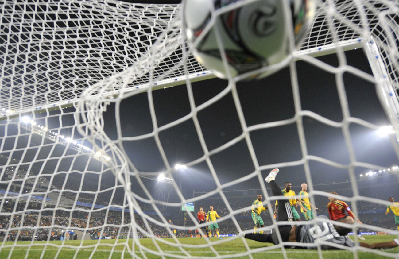Южноафриканский вратарь пропустил подачу испанского форварда