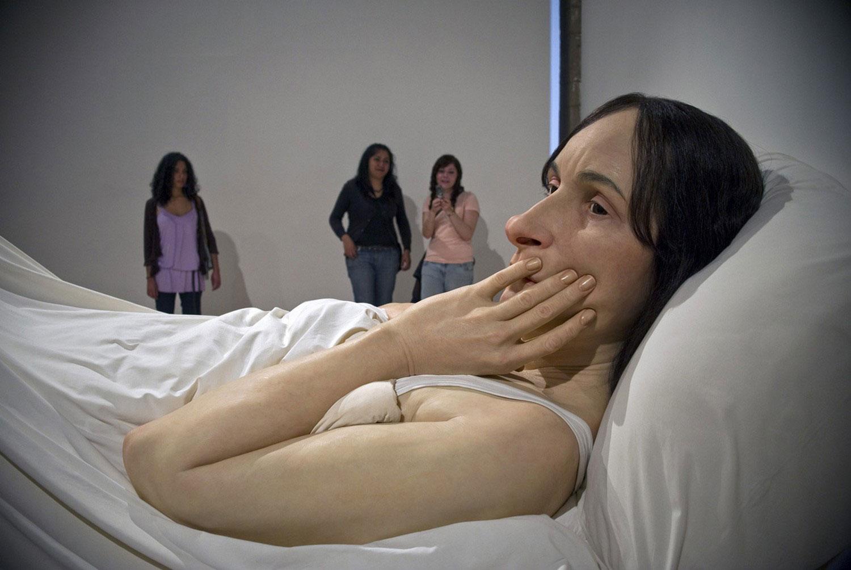 женщина в постели