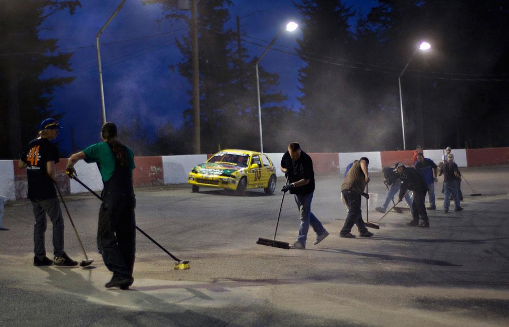 помощь добровольцев в гонках, фото