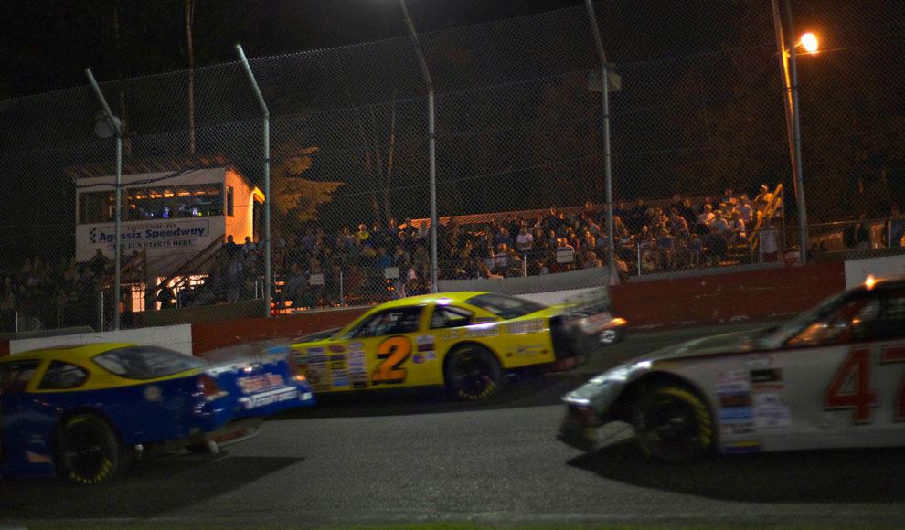 Фанаты на гонках в городе Агассис, фото