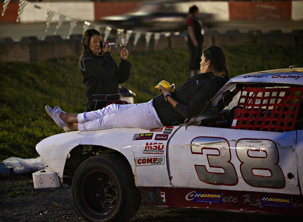 поддержка родных на гонках, фото