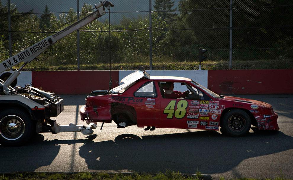 разбитое авто на гонках, фото
