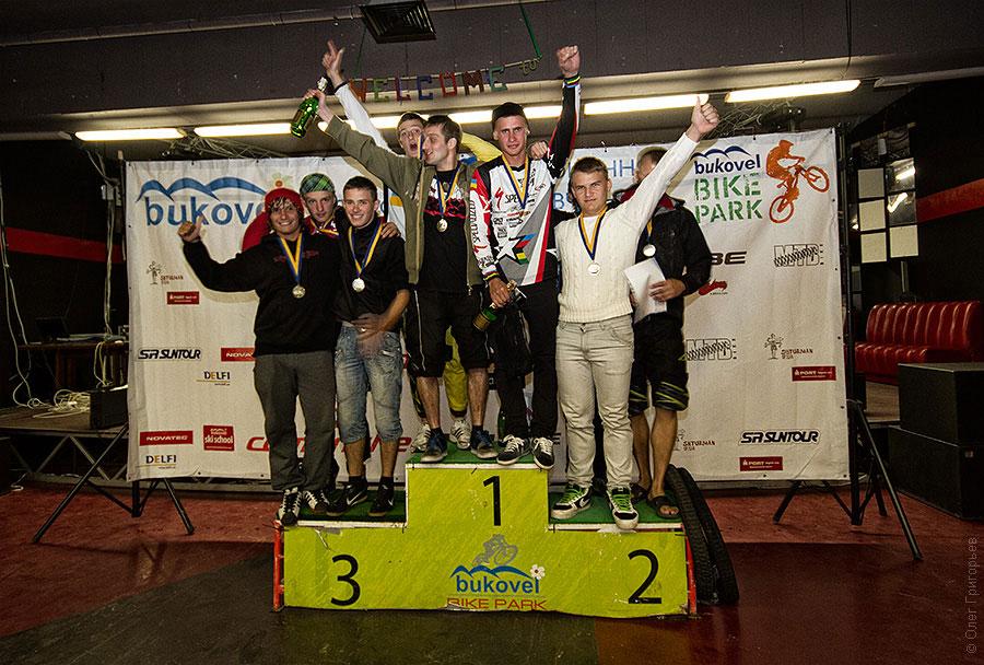 награждение велогонщиков в Буковеле