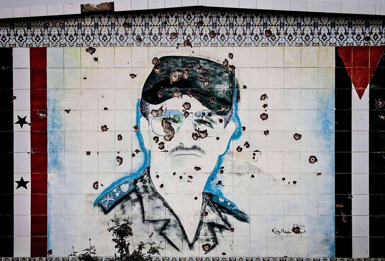 Следы от пуль на стене сирийской военной академии, фото