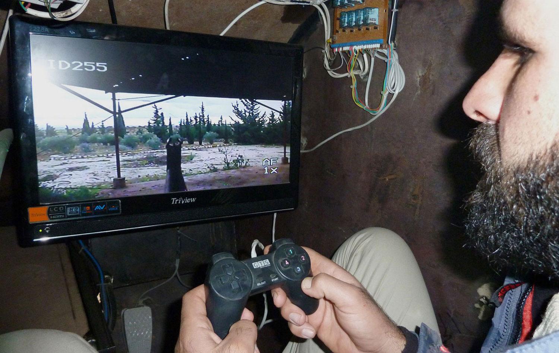 Сирийский повстанец в бронетранспортере, фото