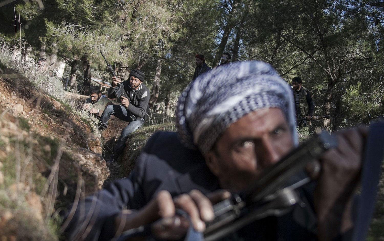 сирийские повстанцы празднуют победу, фото