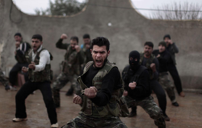 Повстанцы на тренировке в Сирии, фото