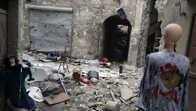 манекены отвлекают снайперов в Алеппо, фото