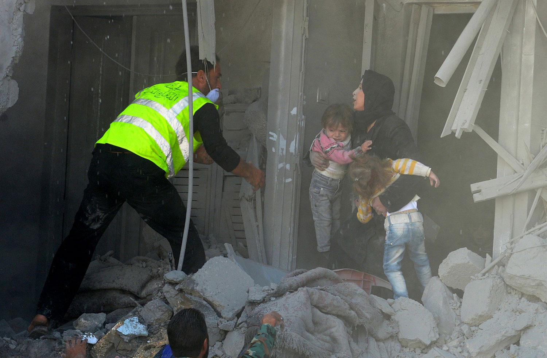 спасатели помогают жителям Сирии, фото