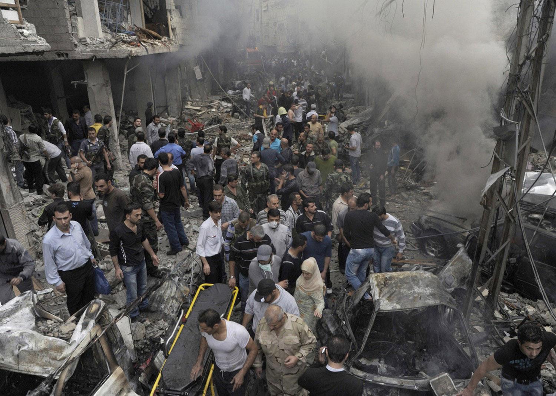 на месте взрыва в западном районе Дамаска, фото