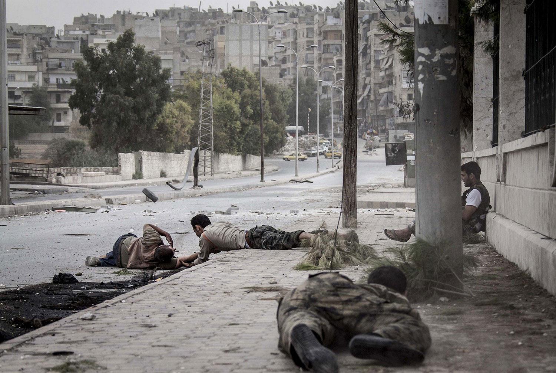помощь раненому на войне в Сирии, фото
