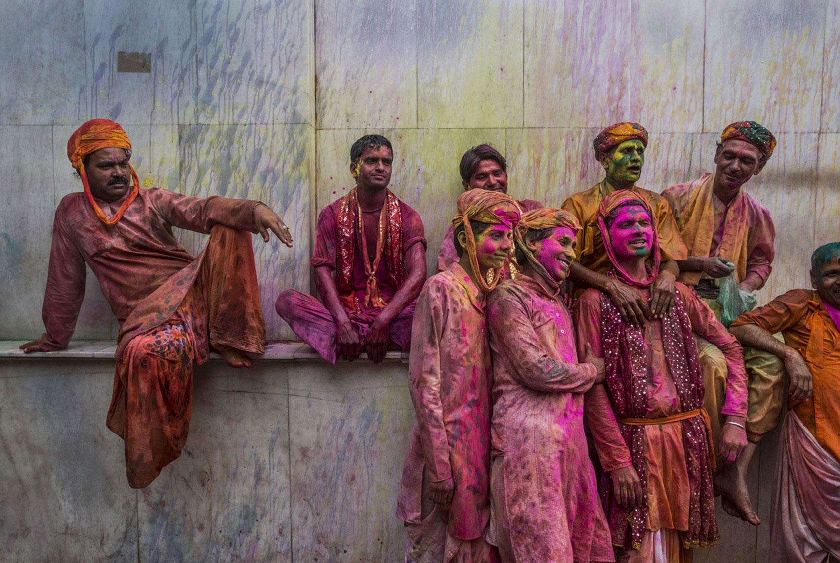 празднование Холи в деревне Nundgaon