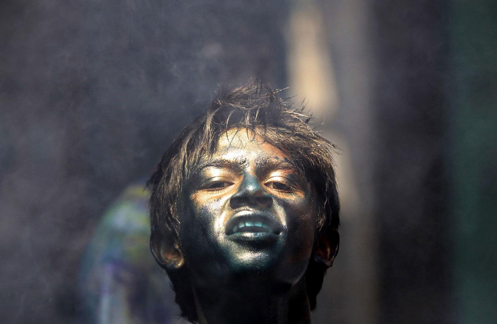 праздник ярких красок в Дакке