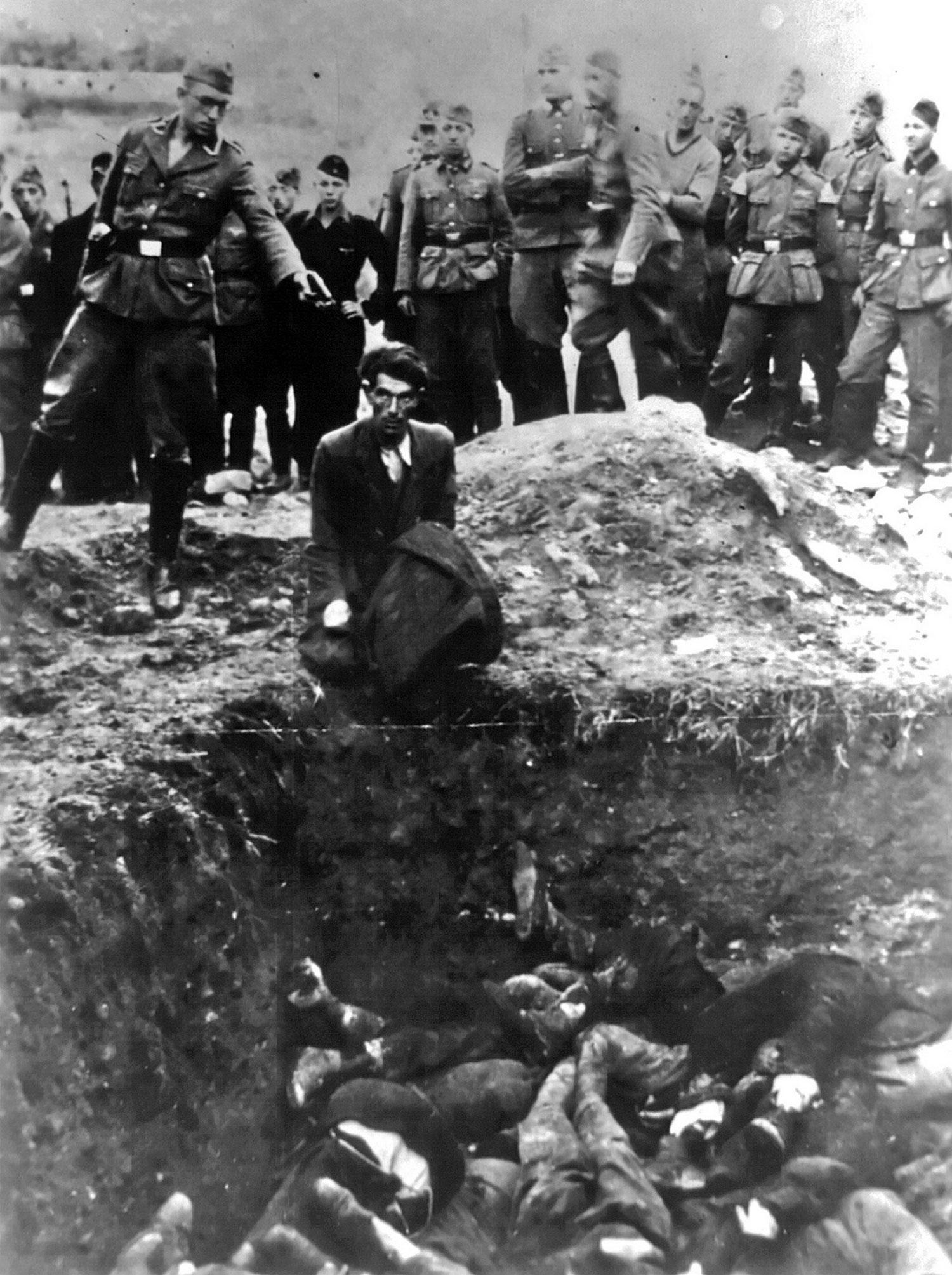 немец целится в еврея в Виннице, фото
