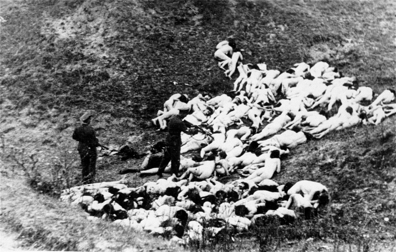 Массовый расстрел евреев в Мизоче, фото второй мировой войны