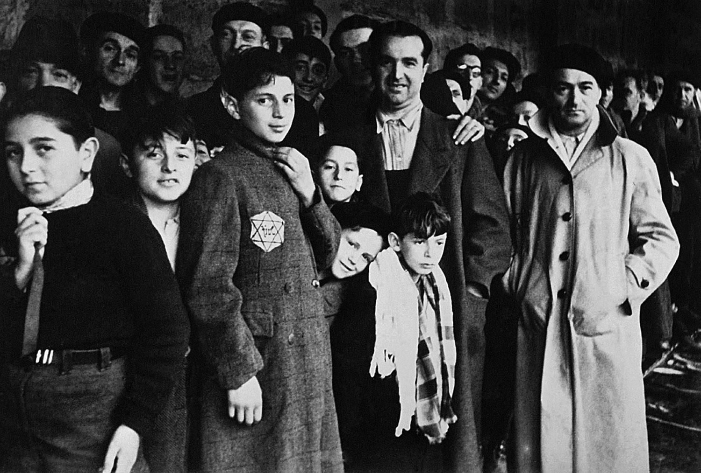Депортированные евреи в транзитном лагере Дранси