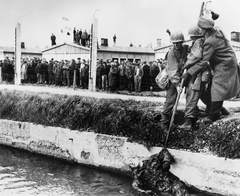 узники немецкого концлагеря Дахау, фото