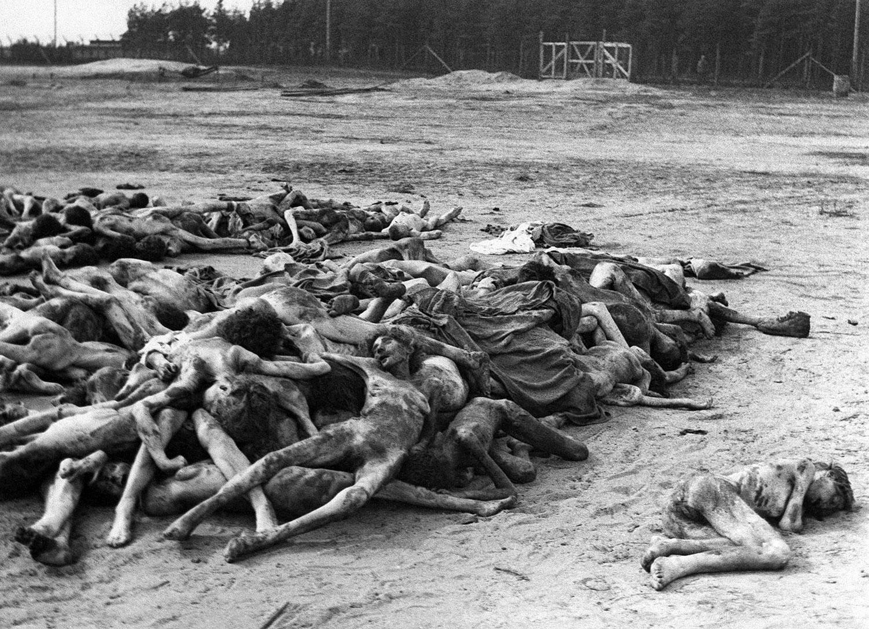 в немецком концлагере Берген-Бельзен, фото второй мировой войны