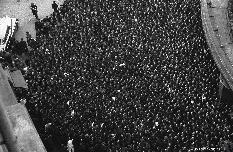 толпа на площади