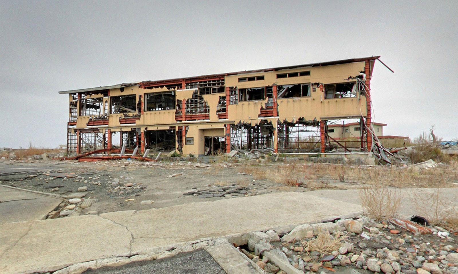 разрушенное землетрясением здание